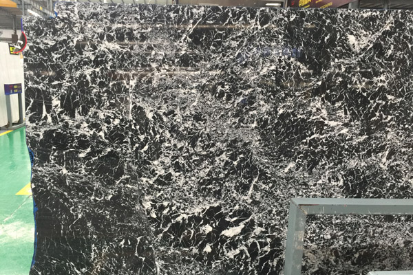 white vein black marble tiles coating